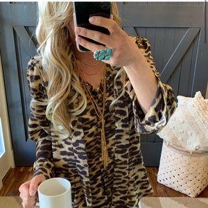 🌺New Leopard Print Flowy Button down blouse